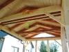 Garážové stání s částí pro uskladnění nářadí.